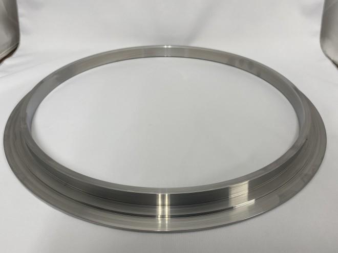 ステンレス旋盤加工品‐鍔付きリング‐